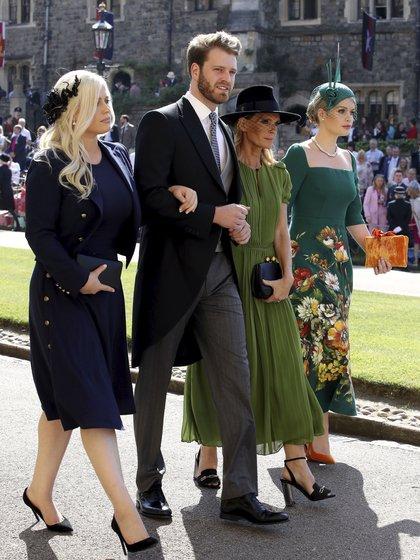 Eliza Spencer, Louis Spencer, Victoria Aitken y Kitty Spencer , durante la boda real de Meghan Markle y Harry