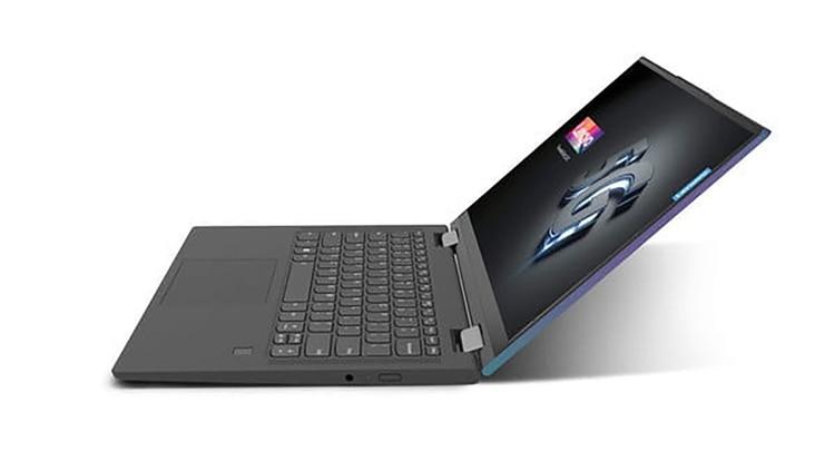 Es un portátil 2 en 1 que integra dos puertos USB tipo C y conector para auriculares.