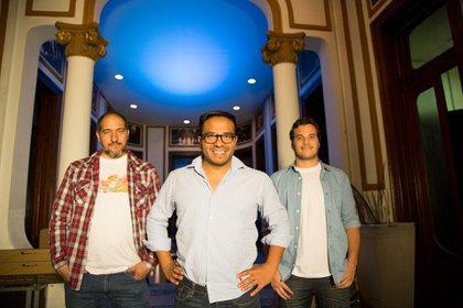 Junto a sus amigos Martín Maffioli y Diego Oyola, fundó RockingData