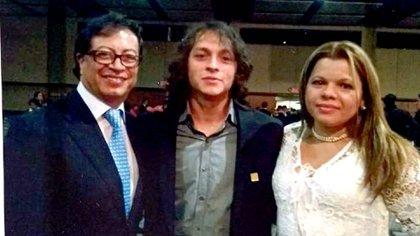 Gustavo Petro junto a su hijo mayor, Andrés Gustavo Petro y su exesposa Mary Luz Herrán Cárdenas.
