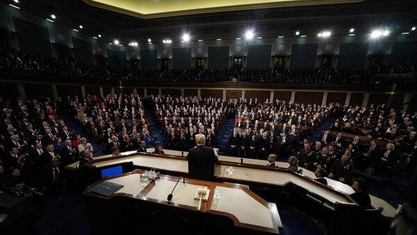 Donald Trump espera firmar la ampliación de presupuesto antes de la medianoche