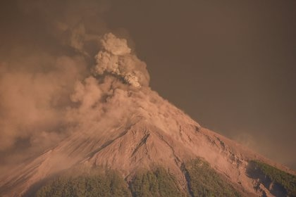 Como medida de prevención, 2.995 personas de comunidades de los departamentos de Escuintla, Sacatepéquez y Chimaltenango, cercanas al volcán, fueron llevadas a diferentes refugios