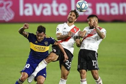 Una imagen del último superclásico disputado en la Bombonera (REUTERS/Marcelo Endelli)