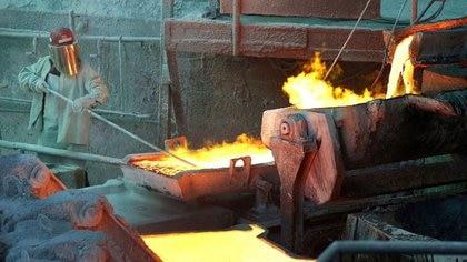 En medio de tensiones, avanza en el parlamento de Chile un proyecto para aumentar impuestos a la explotación del cobre