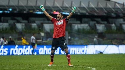 Robert Dante Siboldi aún tiene contemplado a Jesús Corona como titular y capitán del equipo (Foto: Cuartoscuro)