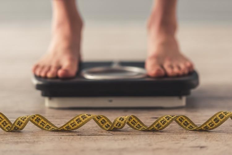 """""""Pesarse diariamente contribuye, en un punto, a obsesionar al paciente"""", alertó el especialista en Nutrición"""