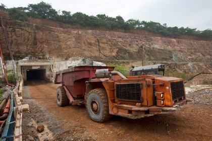 Foto de archivo de un camión saliendo de la mina de cobre Chibuluma en Zambia.  Ene 17, 2015. REUTERS/Rogan Ward