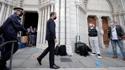 French President Emmanuel Macron visits the scene of a knife attack at Notre Dame church in Nice, France, October 29, 2020. REUTERS/Eric Gaillard/Pool