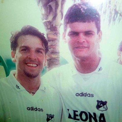 Junto al recordado Miguel Calero, quien lo acompañó en sus inicios como futbolista en Colombia