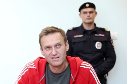 Navalny, en una audiencia judicial de las varias veces que ha sido encarcelado (Reuters)