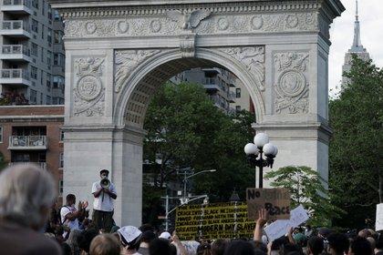 Uno de los puntos de concentración en Nueva York tuvo lugar en el Washington Square Park (REUTERS/Jeenah Moon)