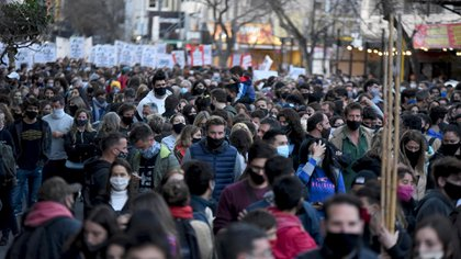 Una multitud con barbijo pidió justicia por el crimen de Blas Correas