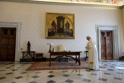 El Vaticano registró el primer caso de coronavirus en la residencia de Santa Marta (Vatican Media/Handout via REUTERS)
