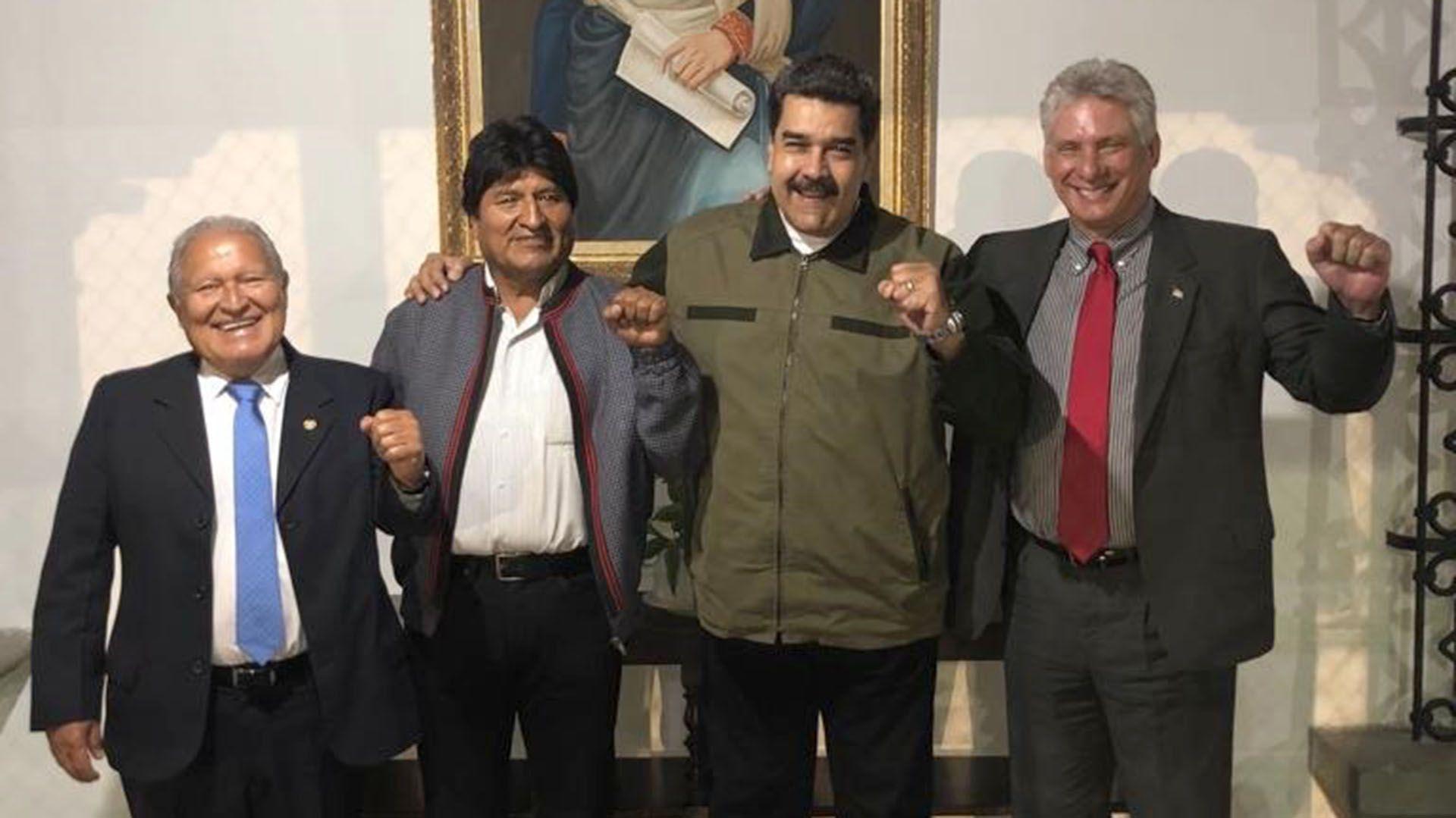 Morales, el ex presidente salvadoreño Salvador Sánchez Cerén y el dictador cubano Miguel Díaz-Canel acompañan a Maduro en su acto de reasunción, el 10 de enero pasado, en Caracas