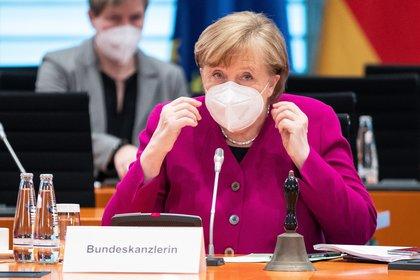La canciller alemana, Angela Merkel, en una reunión de su gabinete. EFE/EPA/ANDREAS GORA / Archivo