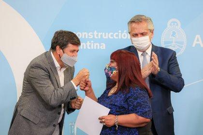 El ministro Daniel Arroyo, junto al presidente Alberto Fernández. En los últimos 14 meses distribuyó 61.199.010 kilos alimentos a los sectores más vulnerables.