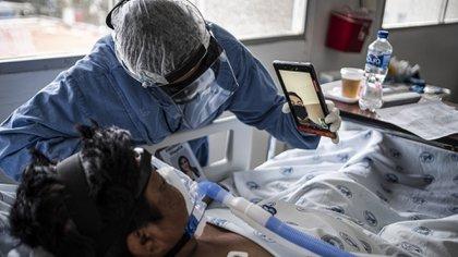 Del total de casos de COVID-19 registrados a nivel nacional, 9,694 personas cuentan con un seguro de gastos médicos en México (Foto: Europa Press)