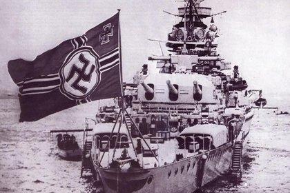 """El """"acorazado de bolsillo"""" Admiral Graf Spee navegó por el océano Atlántico atacando buques cargueros de los aliados hasta que fue acorralado en la boca del Río de la Plata"""
