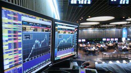 Impulsado por el blanqueo, el mercado aprovecha oportunidades, ajeno a la realidad de la economía.