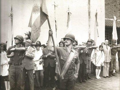 En la Casa histórica de San Miguel de Tucumán,elteniente delEjército Argentino,Jorge Vizoso Posse, fue designado abanderado un 9 de julio de 1975. Años después se convertiría en un destacado comando y combatiría en la Guerra de Malvinas