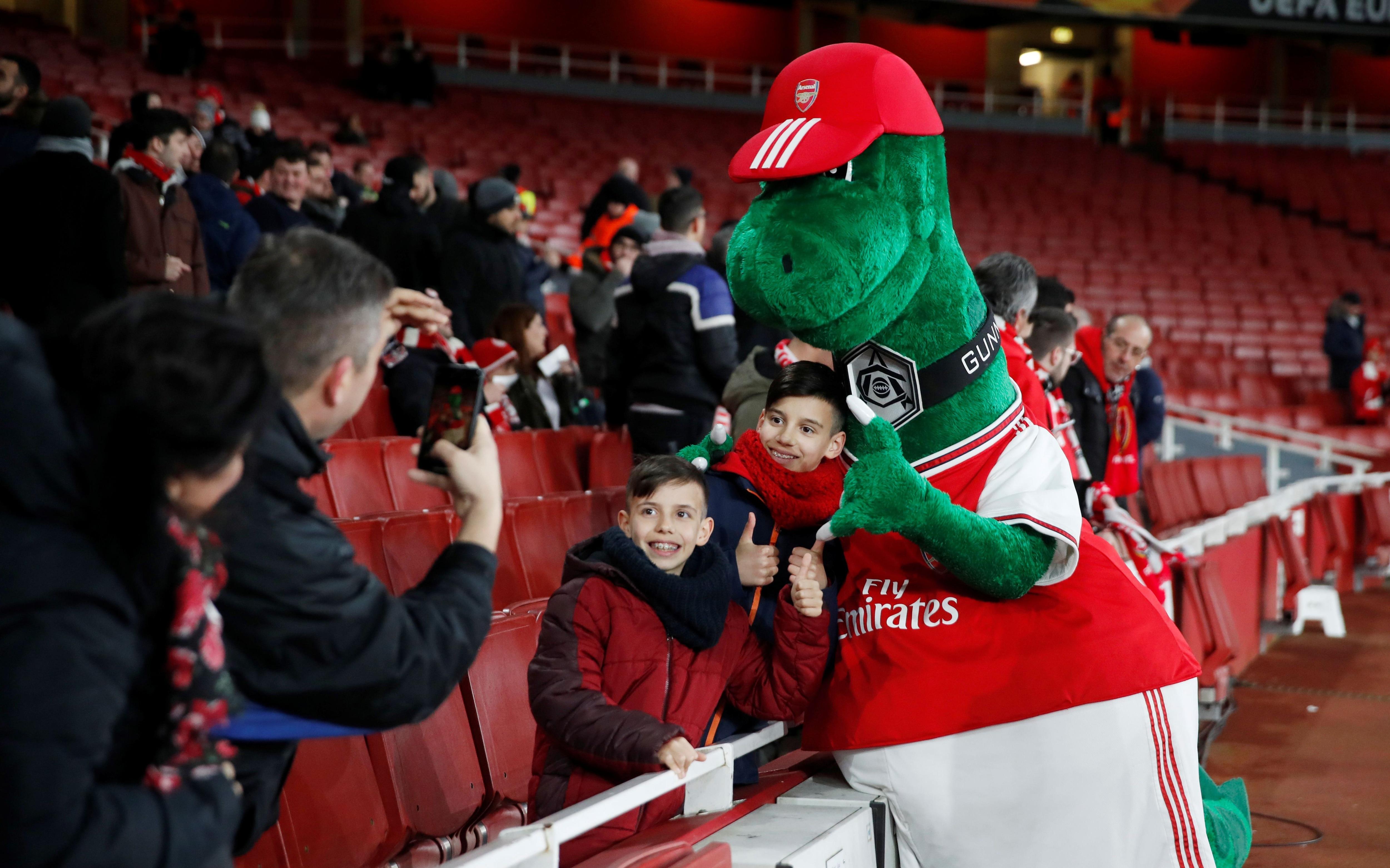 Los niños ya no podrán disfrutar de Gunnersaurus, porque el club necesita ahorrar dinero (Reuters)