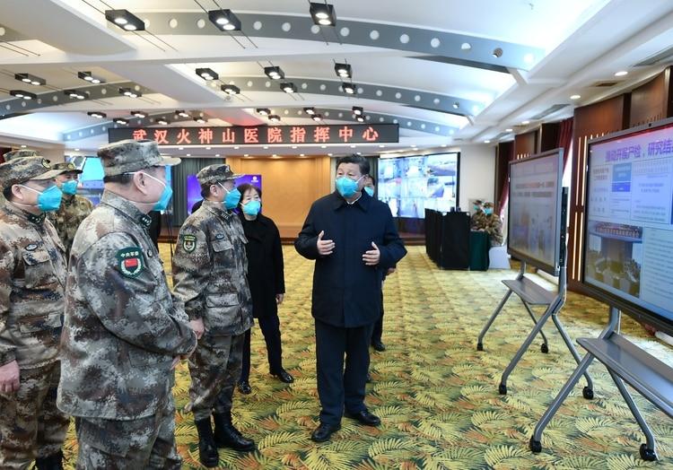 Xi Jinping visita un hospital en Wuhan (Reuters)