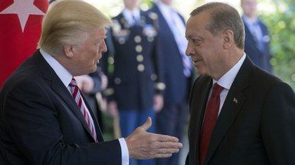 Donald Trump junto a Recep Erdogan (AFP)