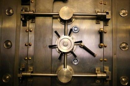 Imagen de archivo de un detalle de la puerta del museo de la moneda en el Banco Central de Chile, en Santiago, el 24 de marzo de 2017. REUTERS/Ivan Alvarado