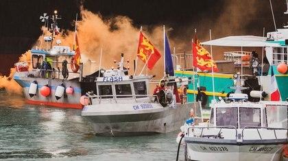 """La """"guerra del pescado"""" entre Francia y el Reino Unido llegó a una tregua pero falta mucho para firmar la paz"""
