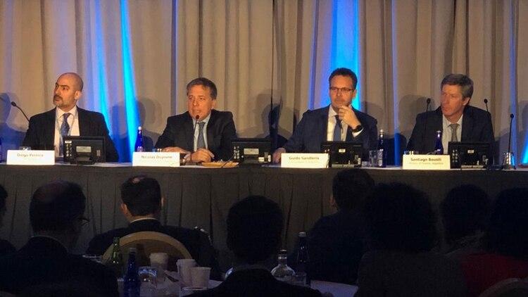 Sandleris y Dujovne ante inversores en el evento del JP Morgan, en Washington