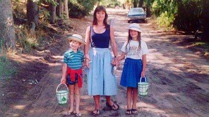 Con su mamá y su hermano en un verano gesselino @cremedelacremeba