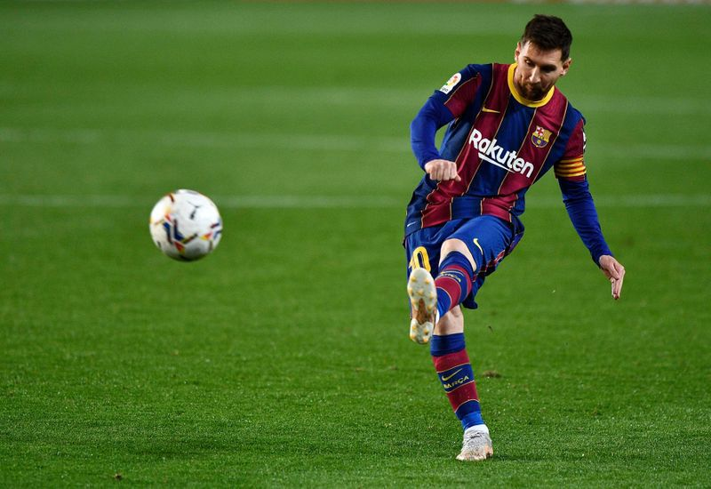 Messi renovaría su contrato con Barcelona por dos años. ¿Y se tiraría a llegar óptimo también al Mundial 2026? (REUTERS/Pablo Morano)