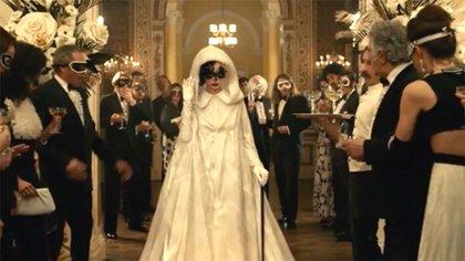 Emma Stone protagoniza una película que se destaca por el vestuario (Foto: Trailer Cruella, Disney)