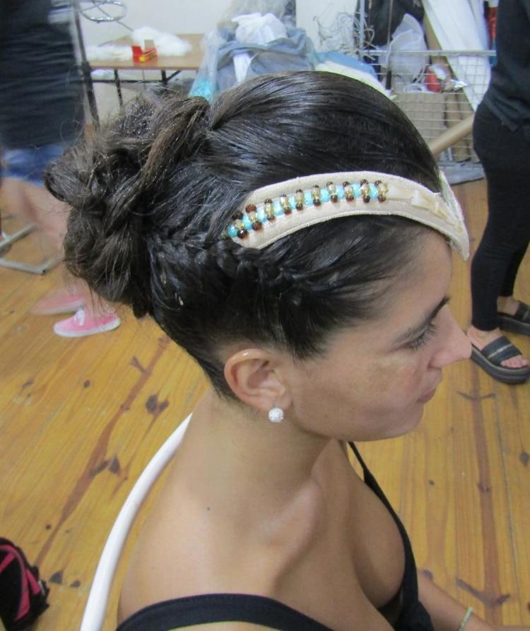 Recogido y trenza cosidas. Peinado para comparsa Ará Yeví de Gualeguaychú