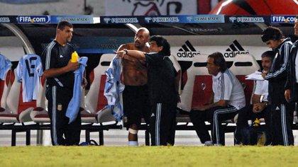 Maradona defendió a Verón ante el público argentino y lo convocó para Sudáfrica 2010 (Télam)