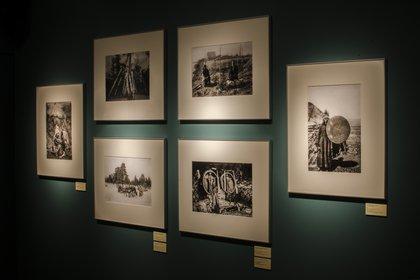 """Fotos en la Sala Verde de la muestra """"Las otras fronteras. Fotografiando el Far East"""""""