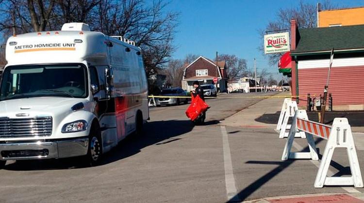 Investigadores de la policía de Mishawaka, en Indiana, cerraron el acceso al fondo del restaurante en cuyo tanque de basura apareció el cadáver de Breana