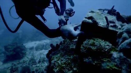 Dos exagentes de la CIA encontraron restos de metal de un submarino que dicen fue propiedad de Pablo Escobar.