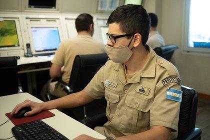 La Central de Operaciones de la Prefectura Naval Argentina realiza el monitoreo exhaustivo de la Zona Económica Exclusiva Argentina (Gastón Taylor)