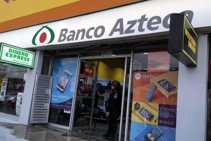 Banco azteca se benefició en 2019 con al menos 300 millones de pesos, gracias a un contrato que le asignó de manera directa el Gobierno del presidente Andrés Manuel López Obrador (Foto: Twitter@ConfidencialMx_)