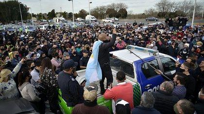 Predicadores en el ruido: los móviles de la propia fuerza como plataforma del enojo de los policías (Gustavo Gavotti)