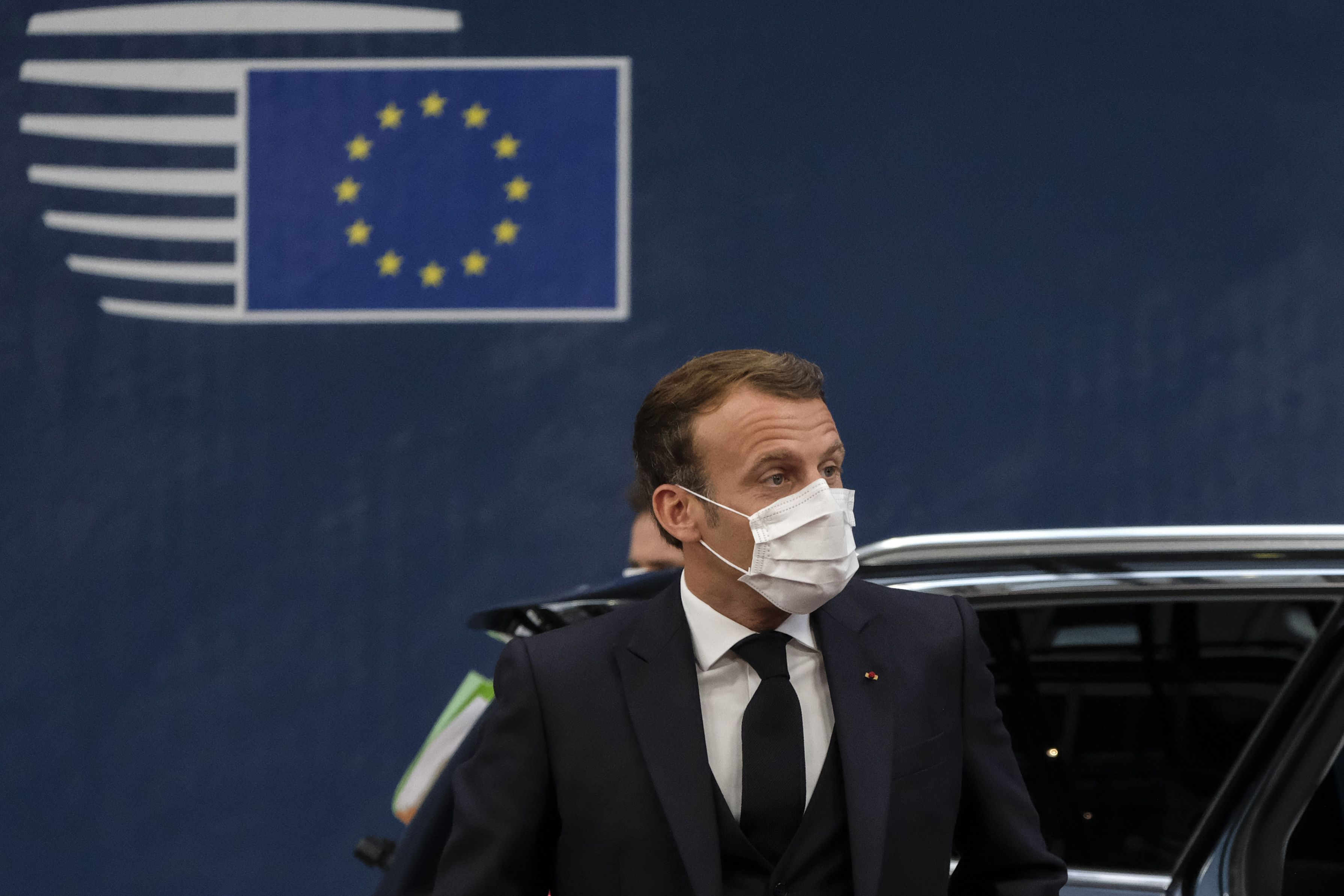 18/07/2020 HANDOUT - 18 July 2020, Belgium, Brussels: French President Emmanuel Macron wears a face mask as he arrives to attend the second day of the European Council special summit. Photo: -/European Council/dpa - ATTENTION: editorial use only and only if the credit mentioned above is referenced in full POLITICA INTERNACIONAL -/European Council/dpa