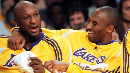 Lamar Odom junto a Kobe Bryant (AP)
