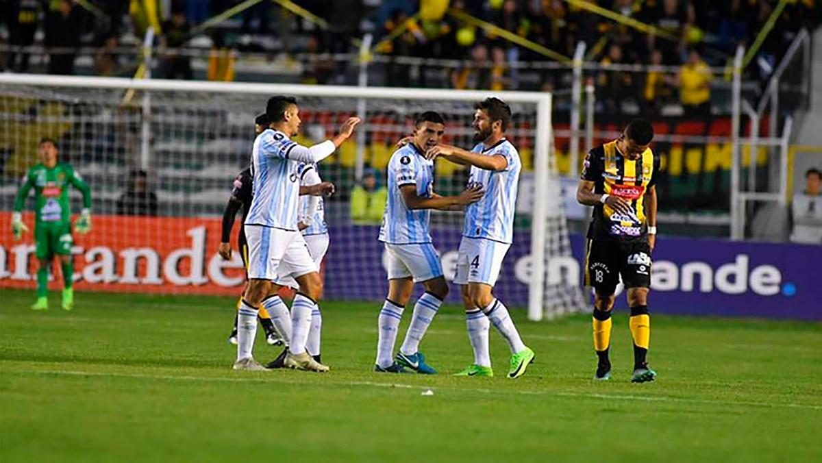 Atletico Tucuman Goleo A The Strongest Y Alimento El Sueno De Llegar A Los Octavos De Final Infobae