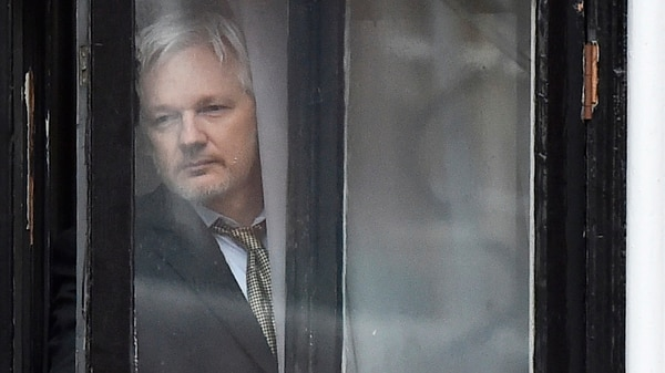 Julian Assange permanece asilado en la embajada de Ecuador en Londres. (AFP)