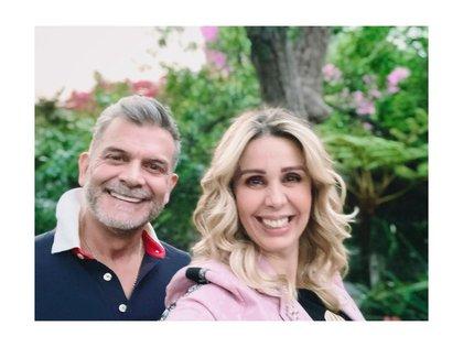 Atala Sarmiento visitó la CDMX en marzo del 2021, compartió una fotografía con el actor Sergio Basáñez. (Foto: Instagram @atasarmiento)