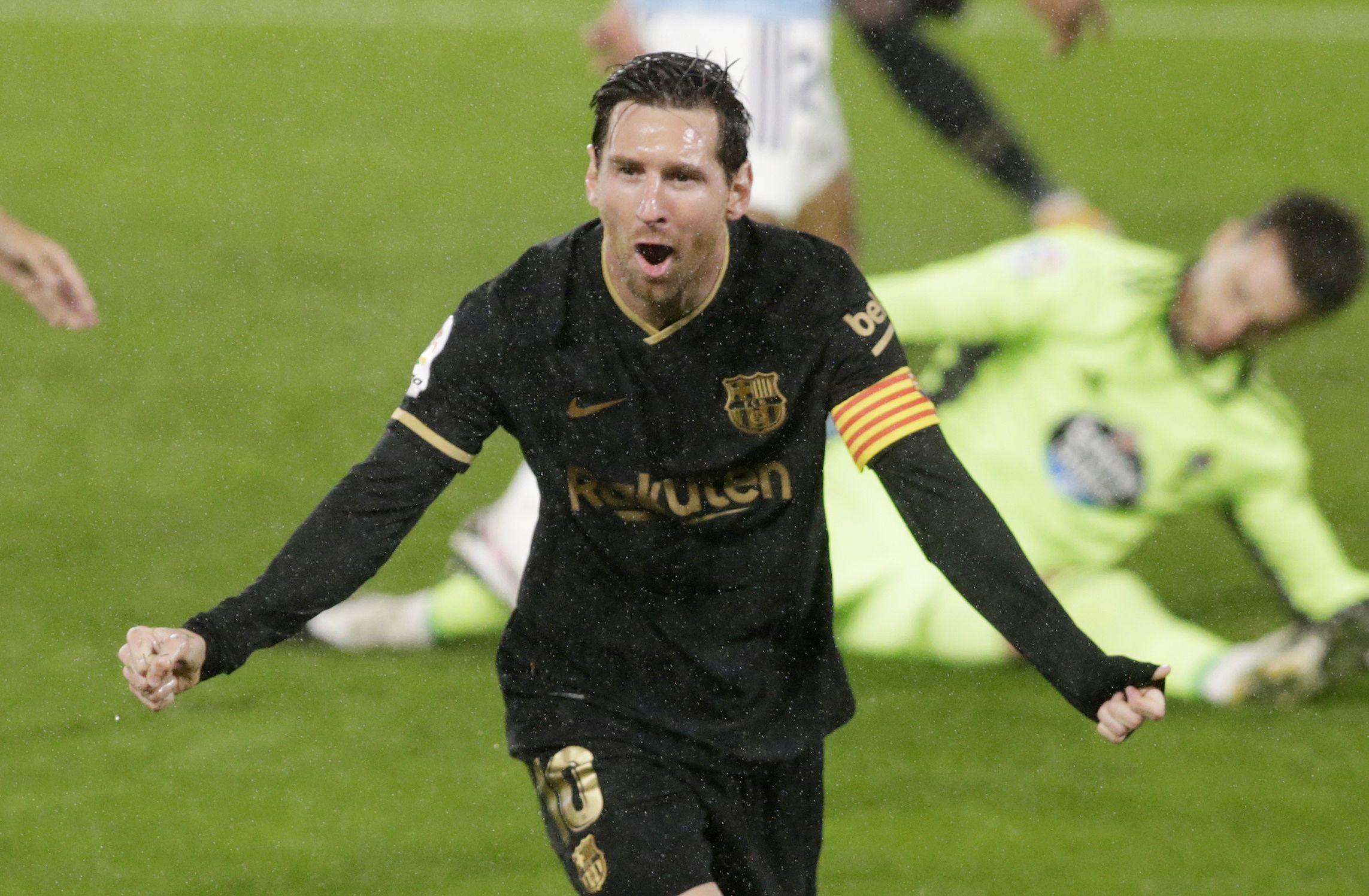 Messi festeja uno de los goles del Barcelona en su visita al Celta en Vigo (REUTERS/Miguel Vidal)