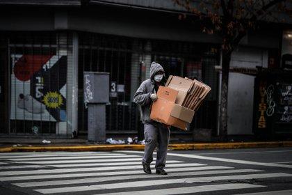 También fue alta la disminución entre los no asalariados, donde la baja alcanzó al 28,6% (EFE/Juan Ignacio Roncoroni/Archivo)
