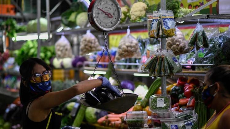 Un mercado municipal en Caracas (AFP)