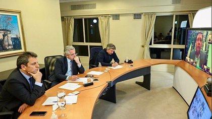 Sergio Massa y Máximo Kirchner acompañaron al Presidente en la reunión con los referentes de los bloques opositores
